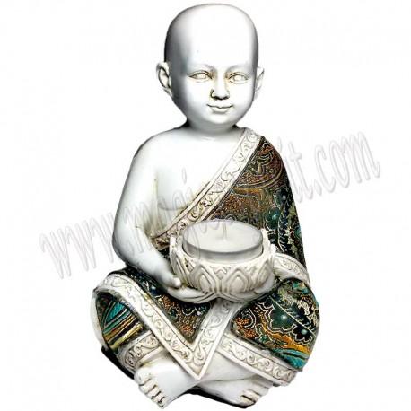 Buda blanco con traje de tela