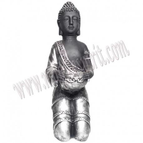 Buda portavelas arrodillado
