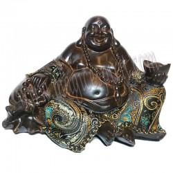 Buda prosperidad y felicidad con traje bordado